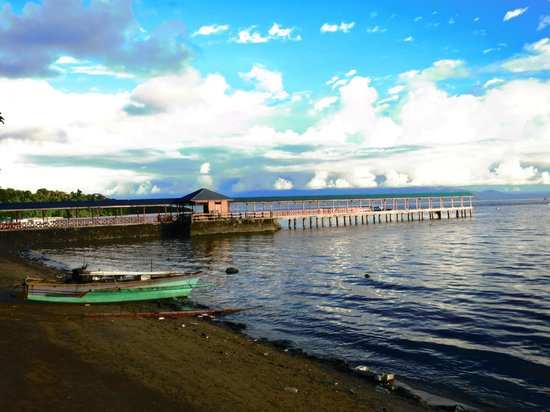 Froggies Divers Bunaken: The jetty entrance to the Bunaken Island