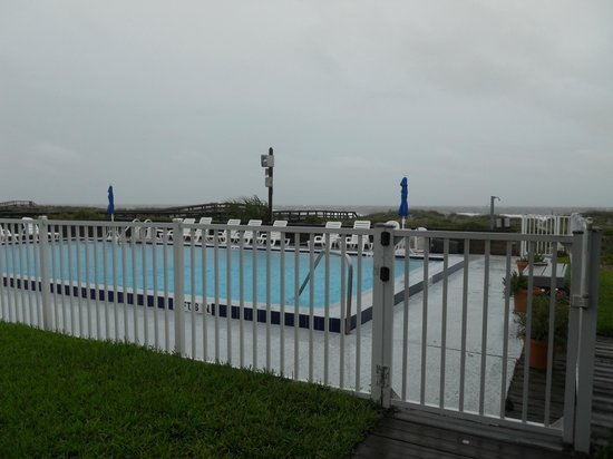 Beachside Motel: The Pool