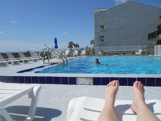 Beachside Motel : Pool View