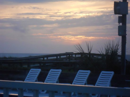 Beachside Motel : Sun Rise from the Pool Area