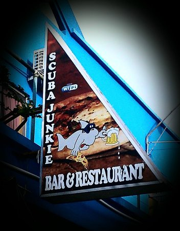 Scuba Junkie Restaurant: Sign
