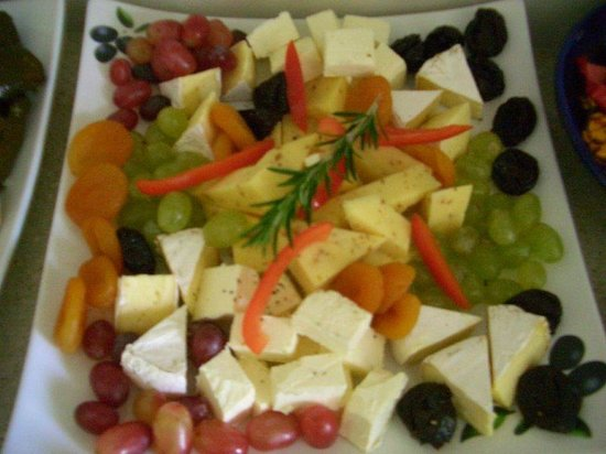 A Taste of Italy : Cheeses & fruits platter