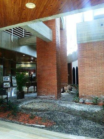 Hotel Jirahara: Parte del Lobby