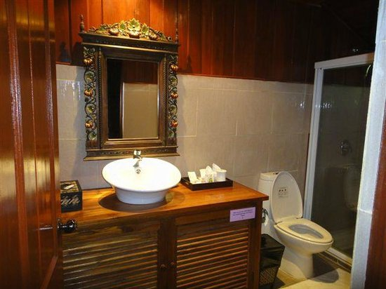 Fuengfah Riverside Garden Resort: Thai Villa Bathroom