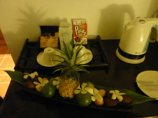 Mai Siam Resort: fruit platter in room