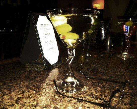 Newport Beach Marriott Bayview: Happy Hour in the Bar