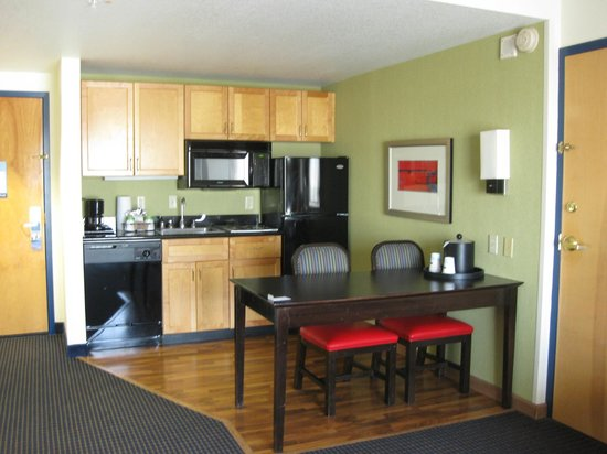 Hampton Inn and Suites Los Angeles - Anaheim - Garden Grove: Kitchen & Dining Area (Room entrance on Left)