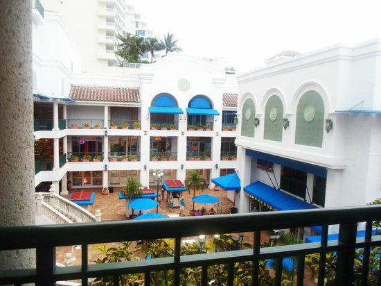 Alhambra Beach Resort: beach place
