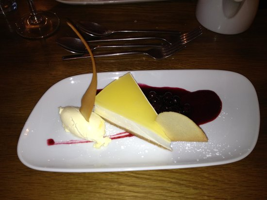 The White Hart: Desert with clotted cream