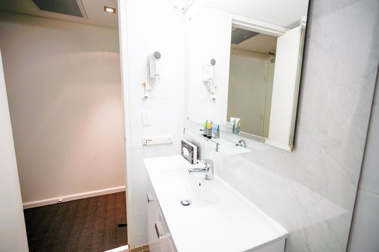 Metro Hotel Marlow Sydney Central: Very clean bathroo
