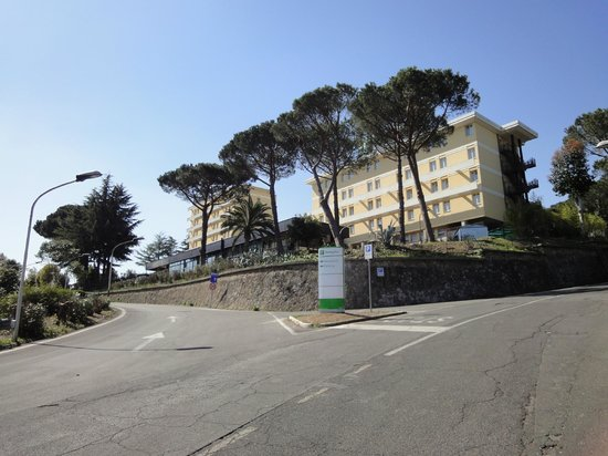 Holiday Inn Rome - Aurelia : the road to the hotel