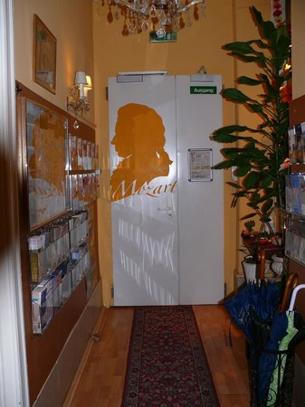 Pension Mozart: Entrance from inside