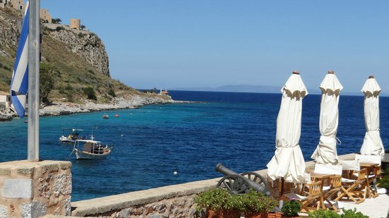 Mavromichalai Hotel: The beautiful bay of Limani -view from the hotel