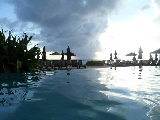 Beachcomber Grand Cayman: View from the infinity pool