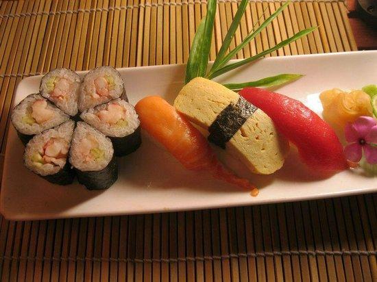 Kimono Japanese Restaurant : sushi