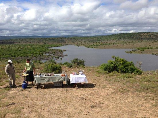 Kwandwe Ecca Lodge: Breakfast stop in the bush