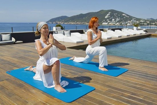 Centro de fitness 38 Degrees North: Roof top yoga