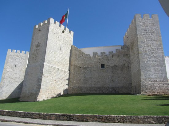 Castelo De Loule: Loule castle with defensive bastions (?)