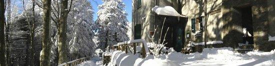 Granaglione, Italien: Le copiose ma pur sempre spettacolari nevicate al Rifugio.
