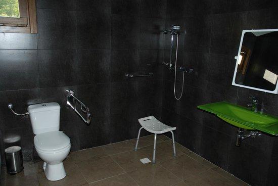 Baño De Minusvalidos:minusvalidos: fotografía de Solopuent Camping Resort, Castiello de