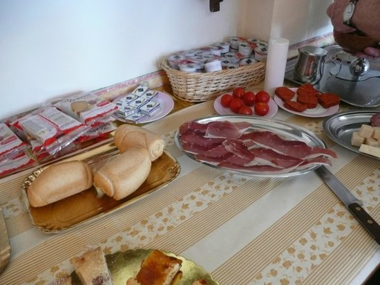 Hotel Ideale: Selection of breakfast items