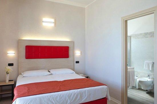 Bagni modernamente arredati foto di hotel rio bellaria for Bagni arredati immagini