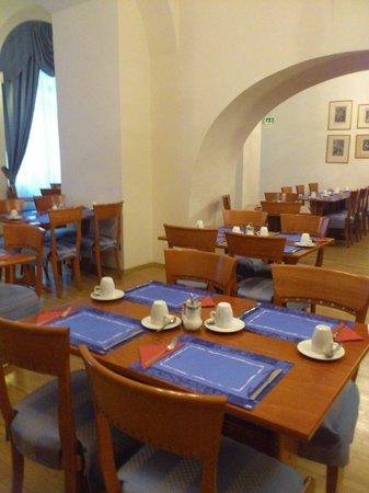 Hotel Modra Ruze: Зал для завтрака