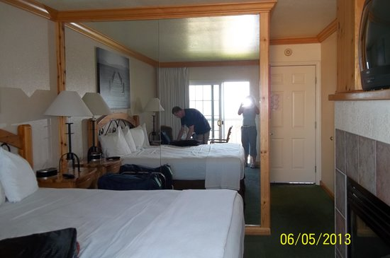 Beach Retreat & Lodge at Tahoe: King Room With Balcony