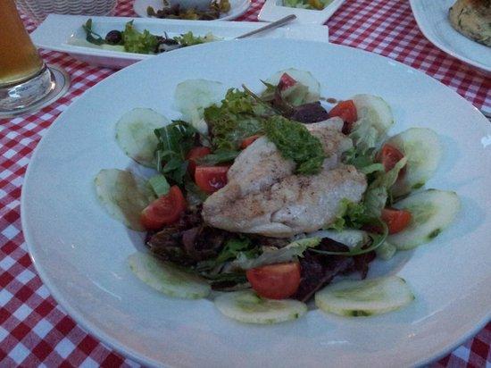 Mythos: Hauptspeise 'Doradenfilet auf Salat der Saison'