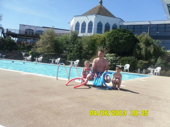 Hoburne Devon Bay : the outside pool with my lush hubby and twins
