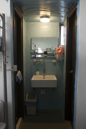 Bayhouse Hostel Penghu: 女生房洗漱間
