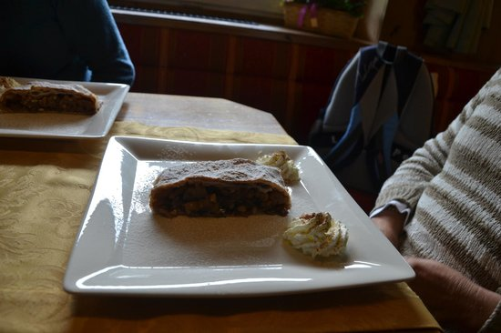Hotel Foresta : Eexcellent local strudel
