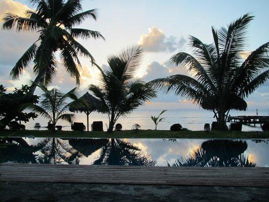 Princesse Bora Lodge & Spa: Ocean view - place near bassin
