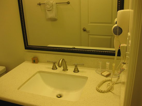 Best Western Plus LA Mid-Town Hotel : Wash Basin with HairDryer in Bathroom