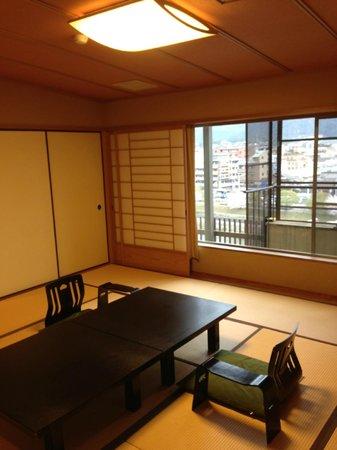 Kamogawa-kan Inn: Room