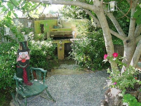 B&B Casa Anita: Il barbecue nel giardino di Casa Anita a disposizione degli ospiti