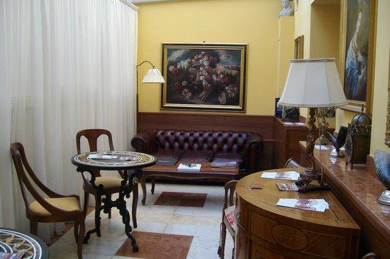 Aurelius Art Gallery Hotel: PARTE DELLA HALL