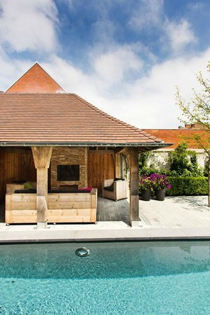 Charming Brugge: the pool with covered terrace