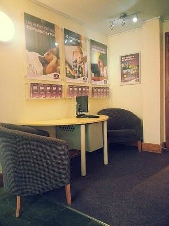 Premier Inn Manchester (Handforth) Hotel: Reception