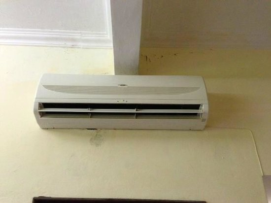 The Lanai Langkawi Beach Resort: Aircon is leaking