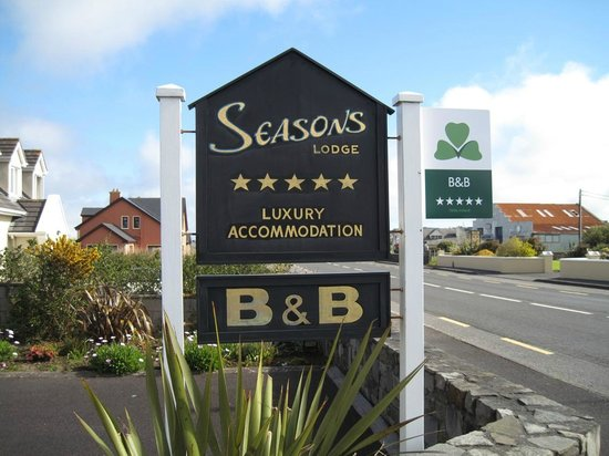 Seasons Lodge: Sign of the Lodge