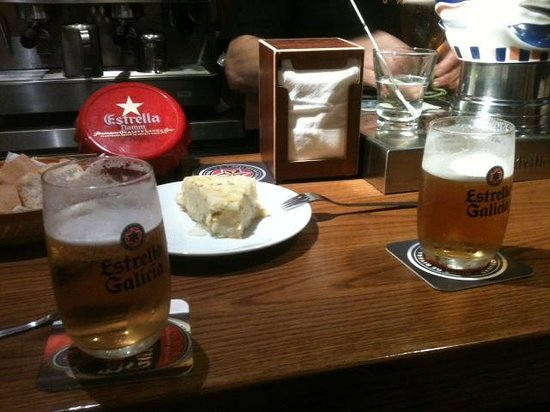 Club de L'empanada: cerveza y tortilla