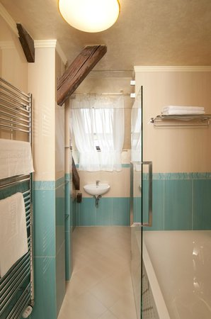 Grand Hotel Zvon: Junior suite bathroom