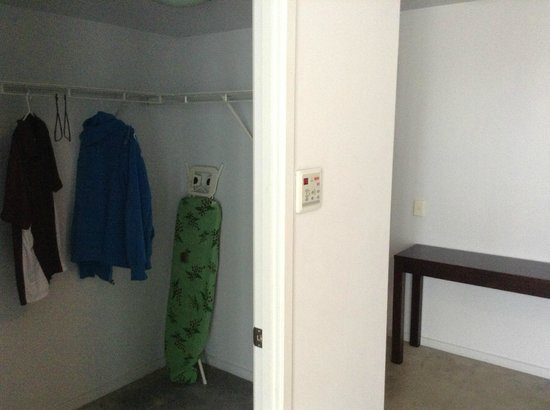 Ipanema Resort Apartments: Walk in Ward drobe and Wall controls for Air Cond