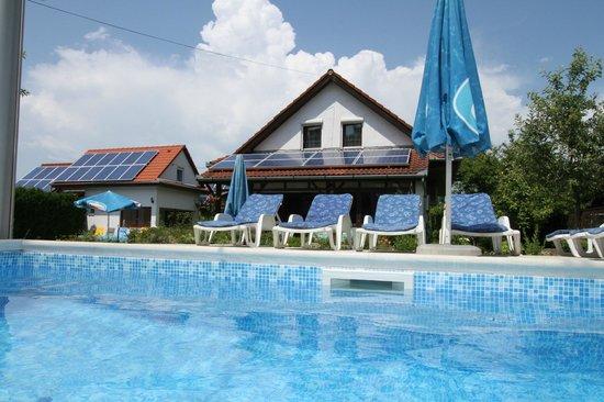 Holiday House Csorba: Familienfreundliche Ferienhäuser mit Pool