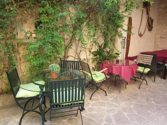 Hotel Restaurant Sa Placa : Innenhof