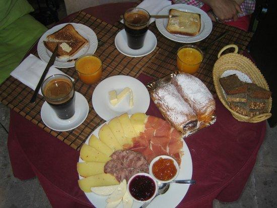 Hotel Restaurant Sa Placa : Frühstück