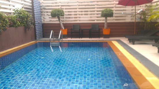 FuramaXclusive Sukhumvit: Pool is best part of this horrible hotel