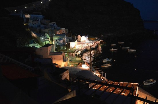 Amoudi Villas: night view