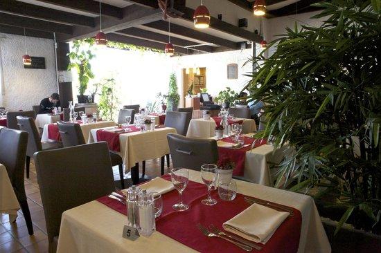 Restaurant La Table Des Gourmandises Castelnau